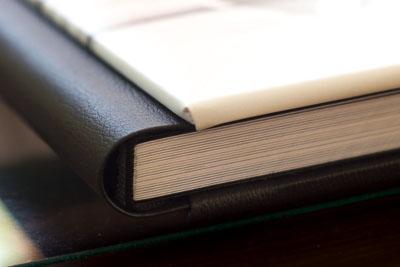détail de l'épaisseur du livre album