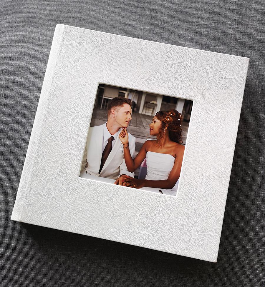livre blanc en simili cuir couverture à fenêtre