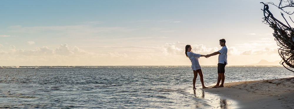 couple danse au bord de l'eau à Bois Jolan, Guadeloupe